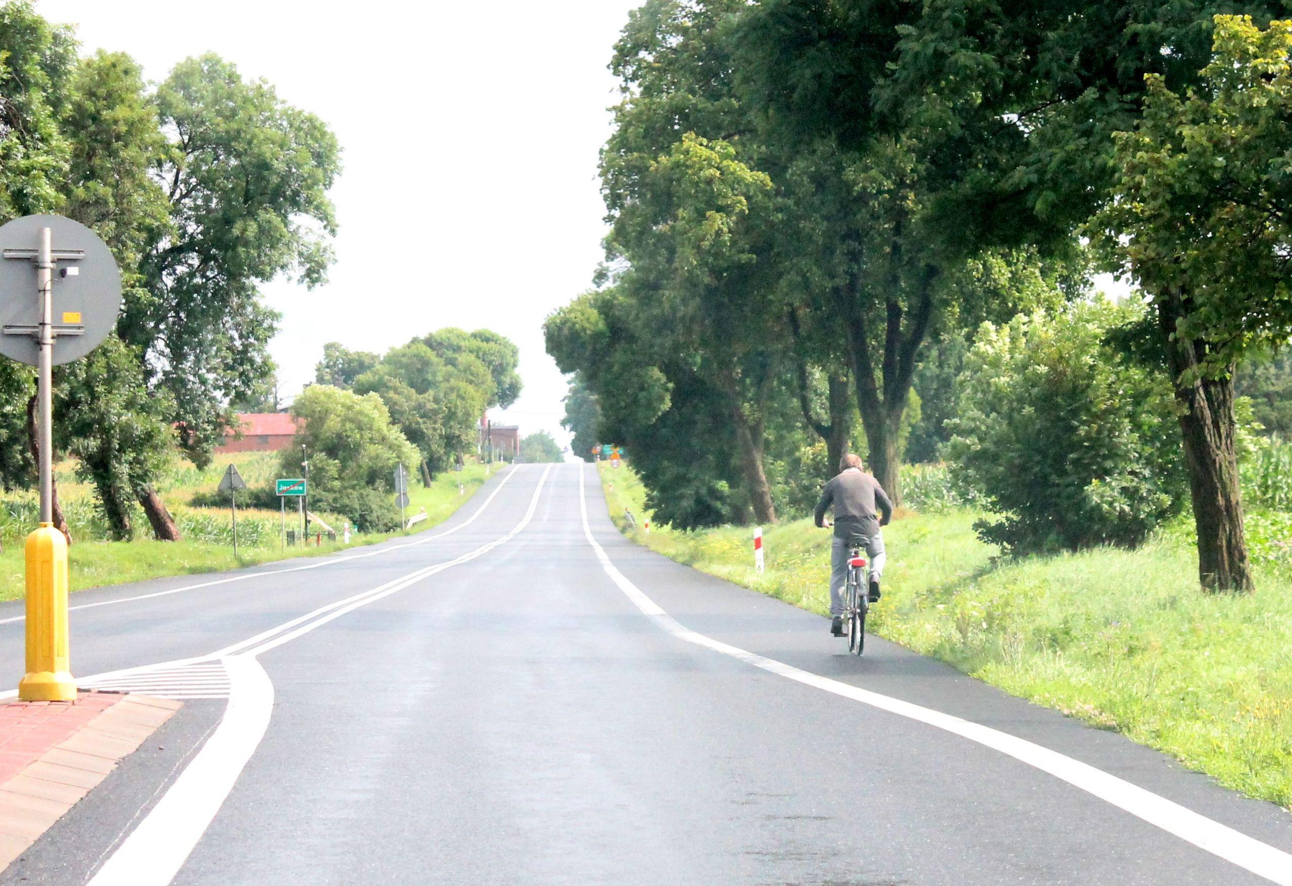 Gmina Pleszew. - Strach tutaj jeździć - mówią mieszkańcy. Co z budową ścieżki rowerowej przy drodze krajowej nr 11? - Zdjęcie główne