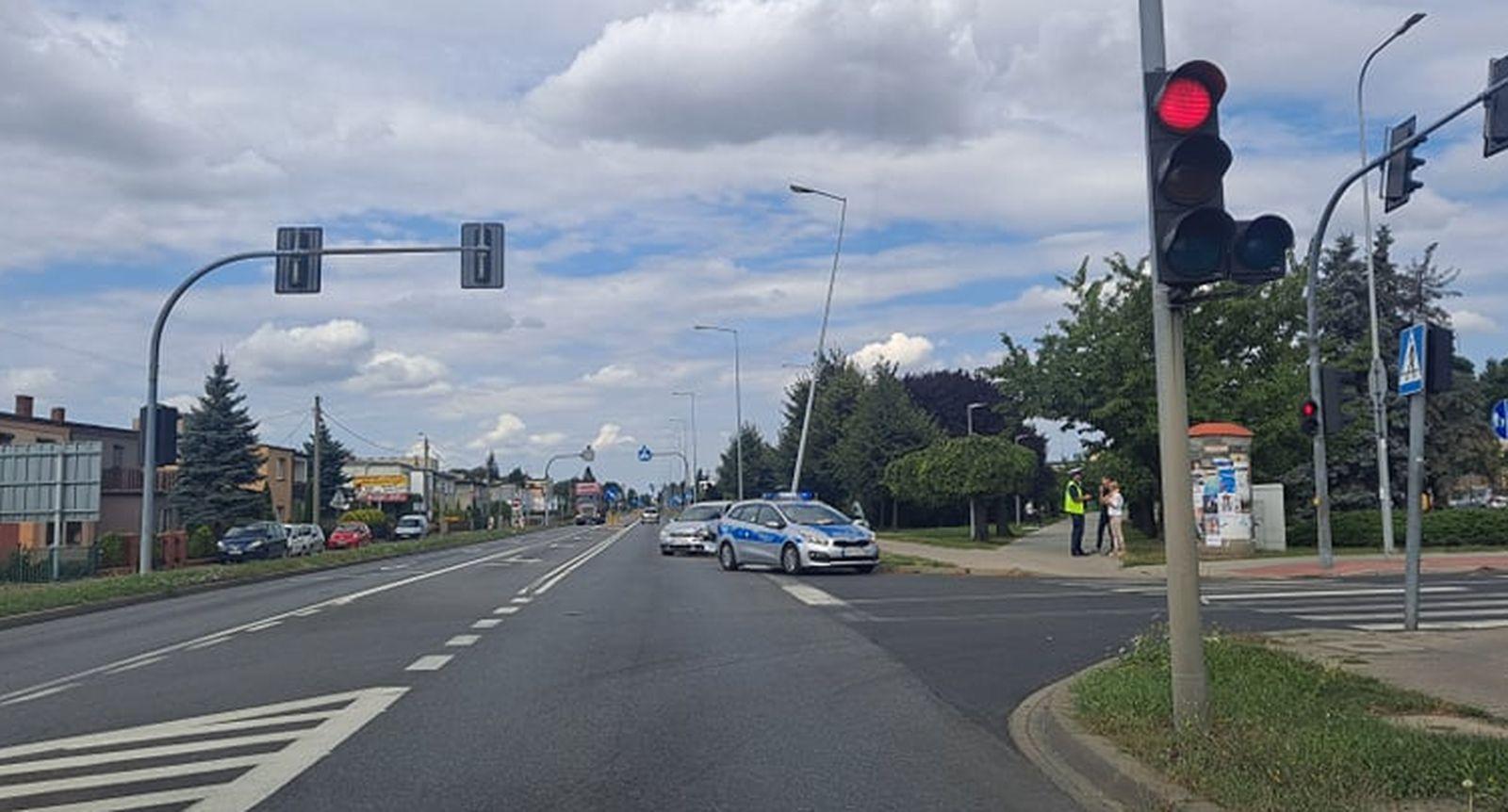 Pleszew. Kolizja dwóch samochodów na ul. Poznańskiej - Zdjęcie główne