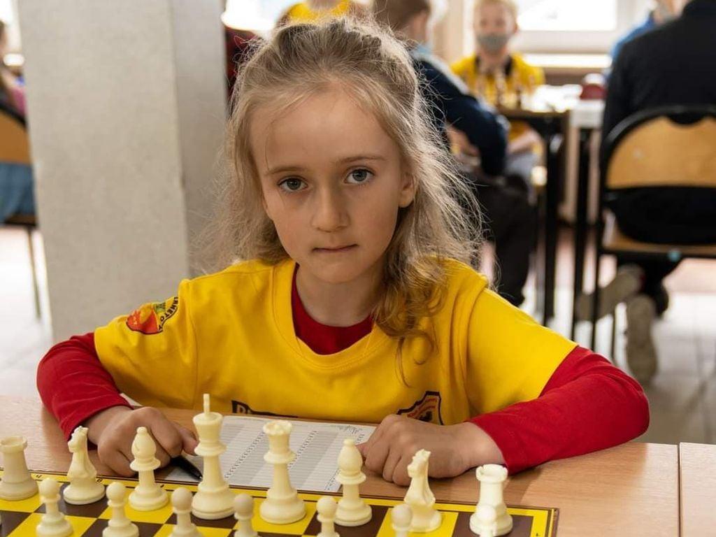 Pleszew. Brawa dla Alicji! Pięknie reprezentowała nas na Mistrzostwach Polski dzieci w szachach! - Zdjęcie główne