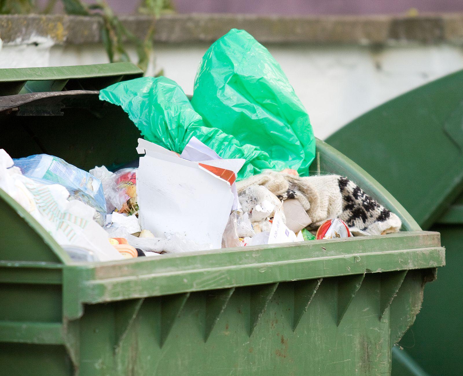 Ceny za śmieci idą w gminie w górę. A burmistrz Chocza mówi: źle segregują także... radni! - Zdjęcie główne