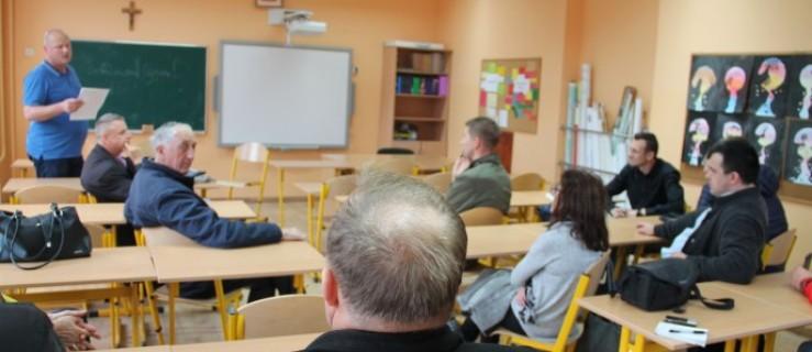 Gmina Dobrzyca. Dzieci nie mają szatni, jadalni. Szkoła w Koźmińcu wymaga rozbudowy - Zdjęcie główne