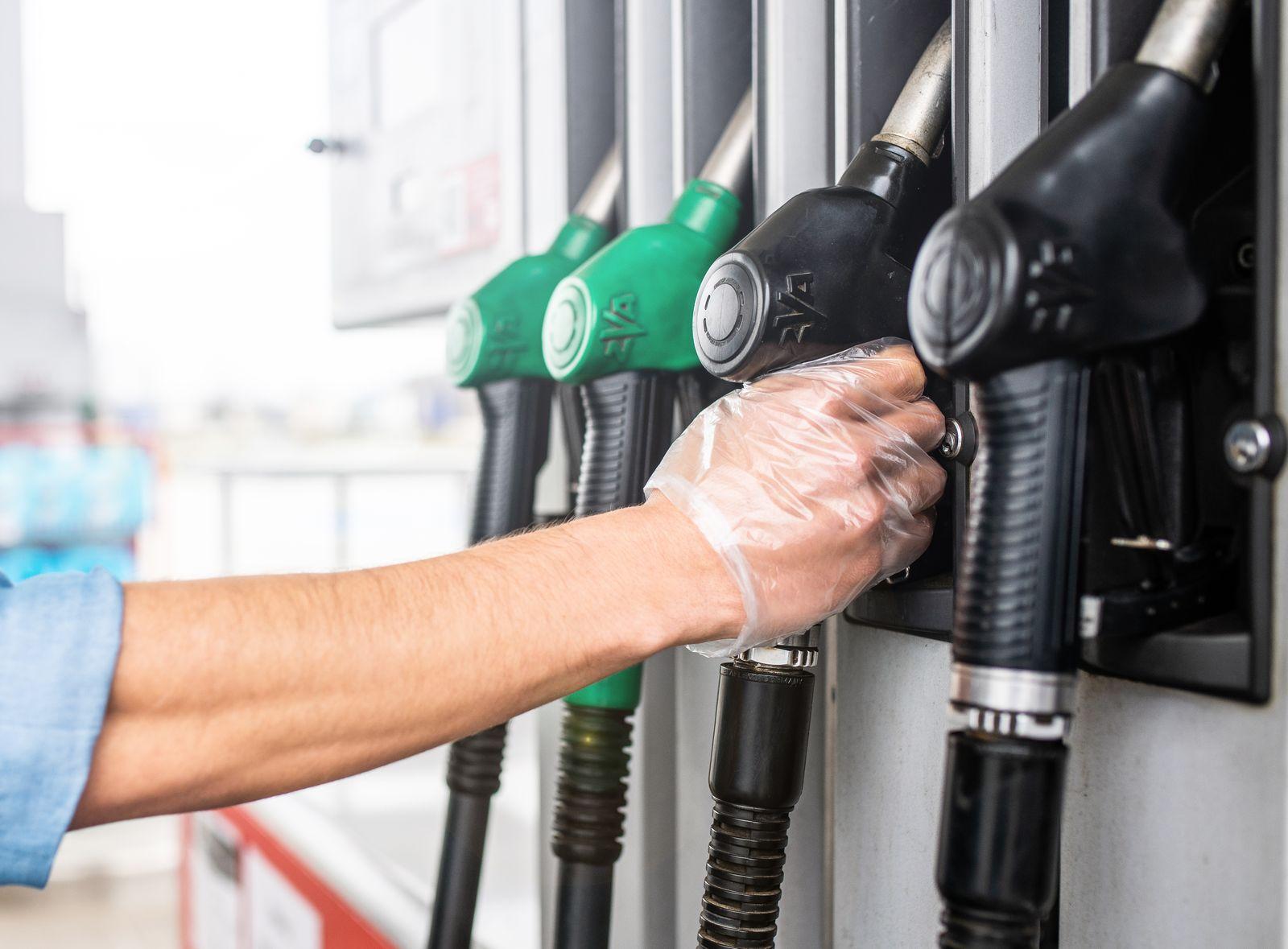 Ceny paliw w Pleszewie. Ile trzeba zapłacić na stacjach za benzynę, olej napędowy i gaz? [RAPORT] - Zdjęcie główne