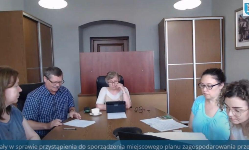 Rekordowa sesja rady w Pleszewie. Całość trwała… 4 minuty. Nad czym głosowali radni? - Zdjęcie główne