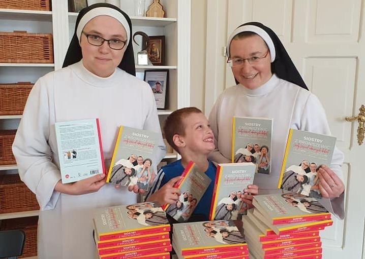 Książka o dominikankach wśród 100 najlepiej sprzedających się pozycji w Polsce - Zdjęcie główne