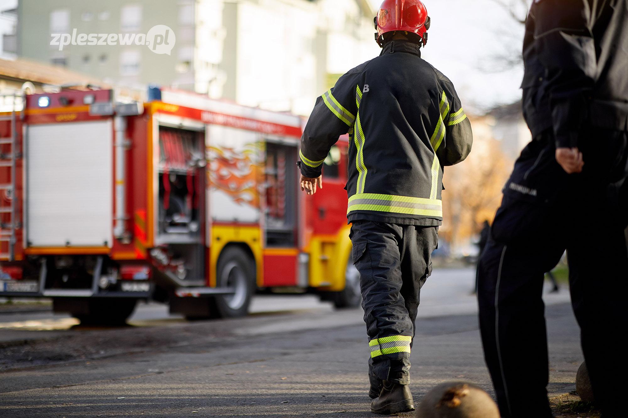 Kierowca zasłabł i uderzył samochodem w słup energetyczny - Zdjęcie główne