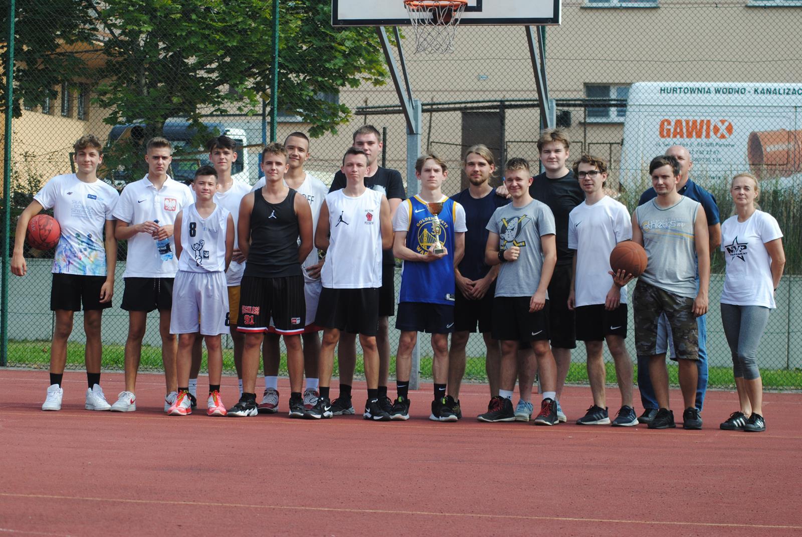 """Pleszew. Turniej koszykówki 3X3 """"Pożegnanie Lata"""" o Puchar Starosty Pleszewskiego [ZDJĘCIA] - Zdjęcie główne"""