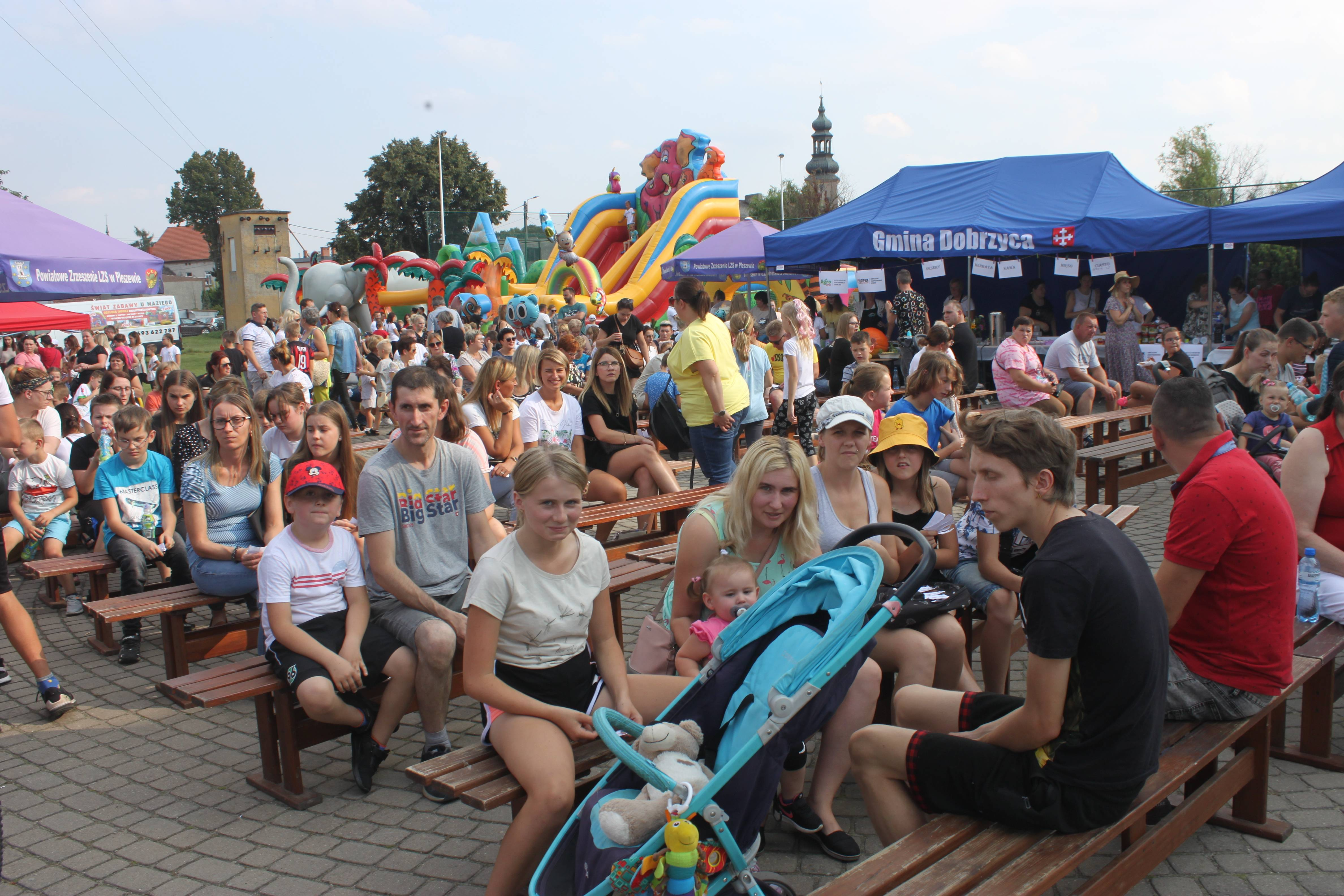 """Festyn szkolny """"Kopernik 2021"""" w Dobrzycy [ZDJĘCIA] - Zdjęcie główne"""