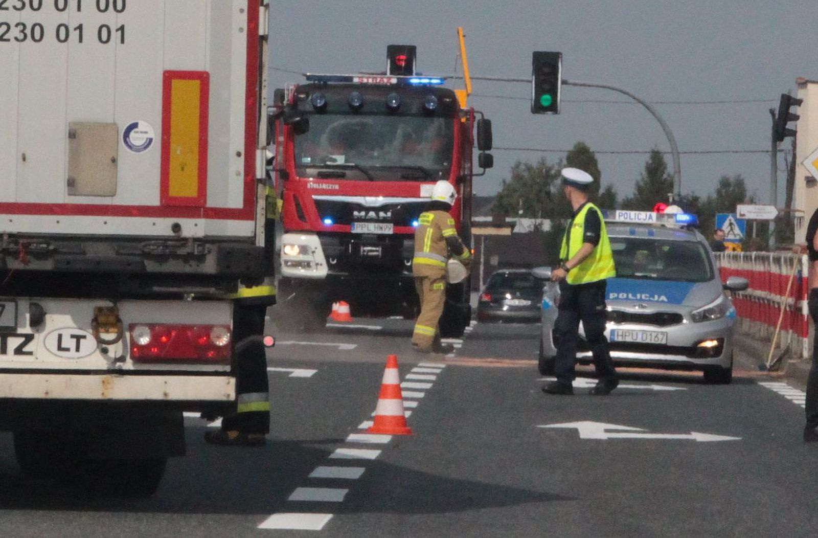 Na drodze krajowej nr 12 zderzyły się dwa samochody - Zdjęcie główne