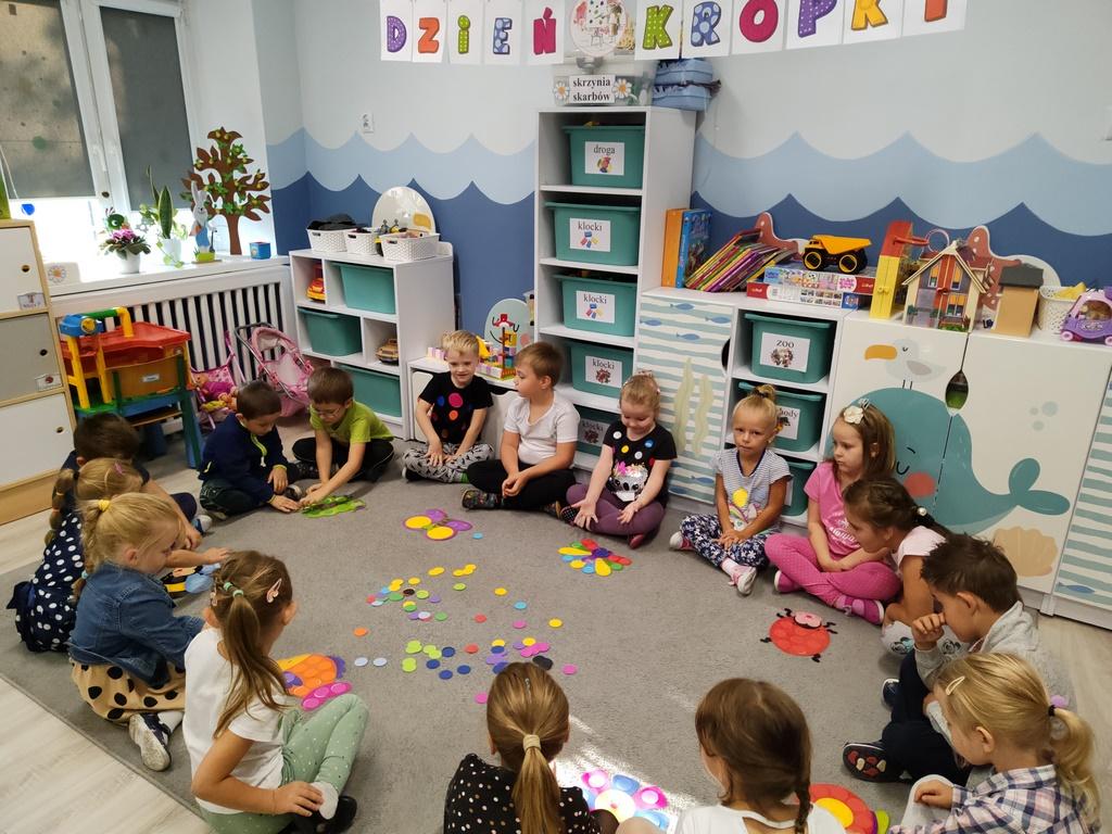 """Międzynarodowy Dzień Kropki. Tak świętowano w Przedszkolu """"Słonecznym"""" - Zdjęcie główne"""