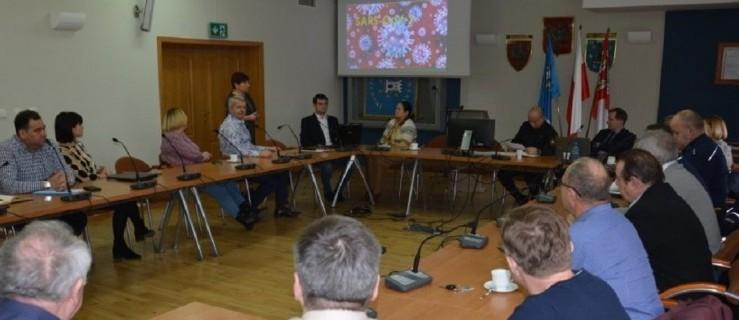 Powiat pleszewski. Zebranie komisji i sztabu kryzysowego. Główny temat: koronawirus. - Zdjęcie główne