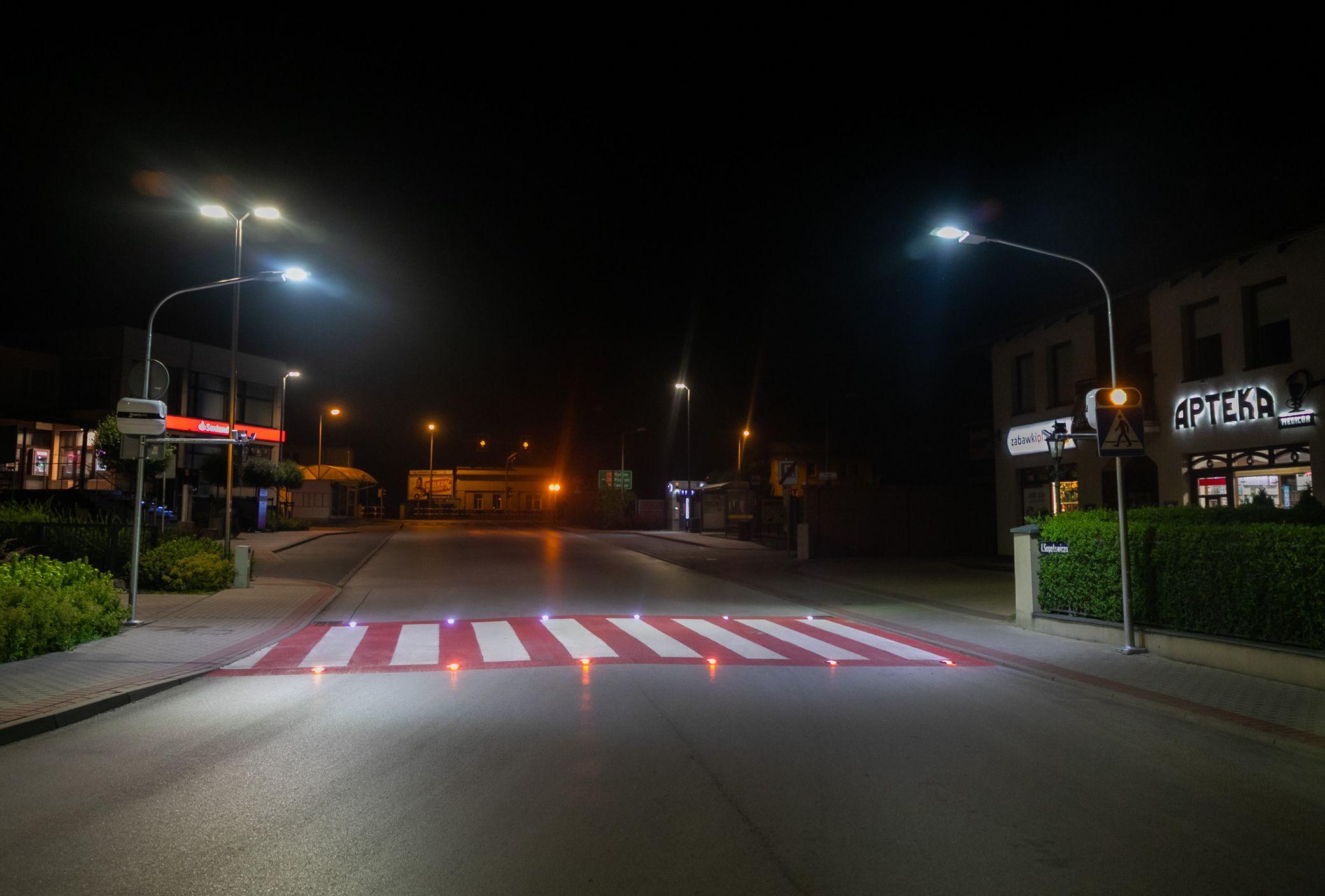 Pleszew. Duże zmiany na przejściach dla pieszych ul. Wojska Polskiego i ul. św. Ducha - Zdjęcie główne