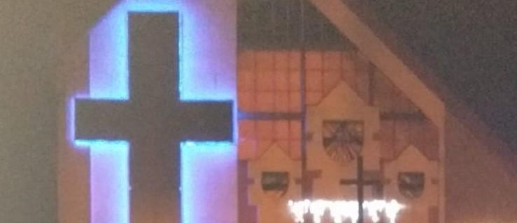 Pleszew. Imponujący krzyż jest dumą wiernych - Zdjęcie główne