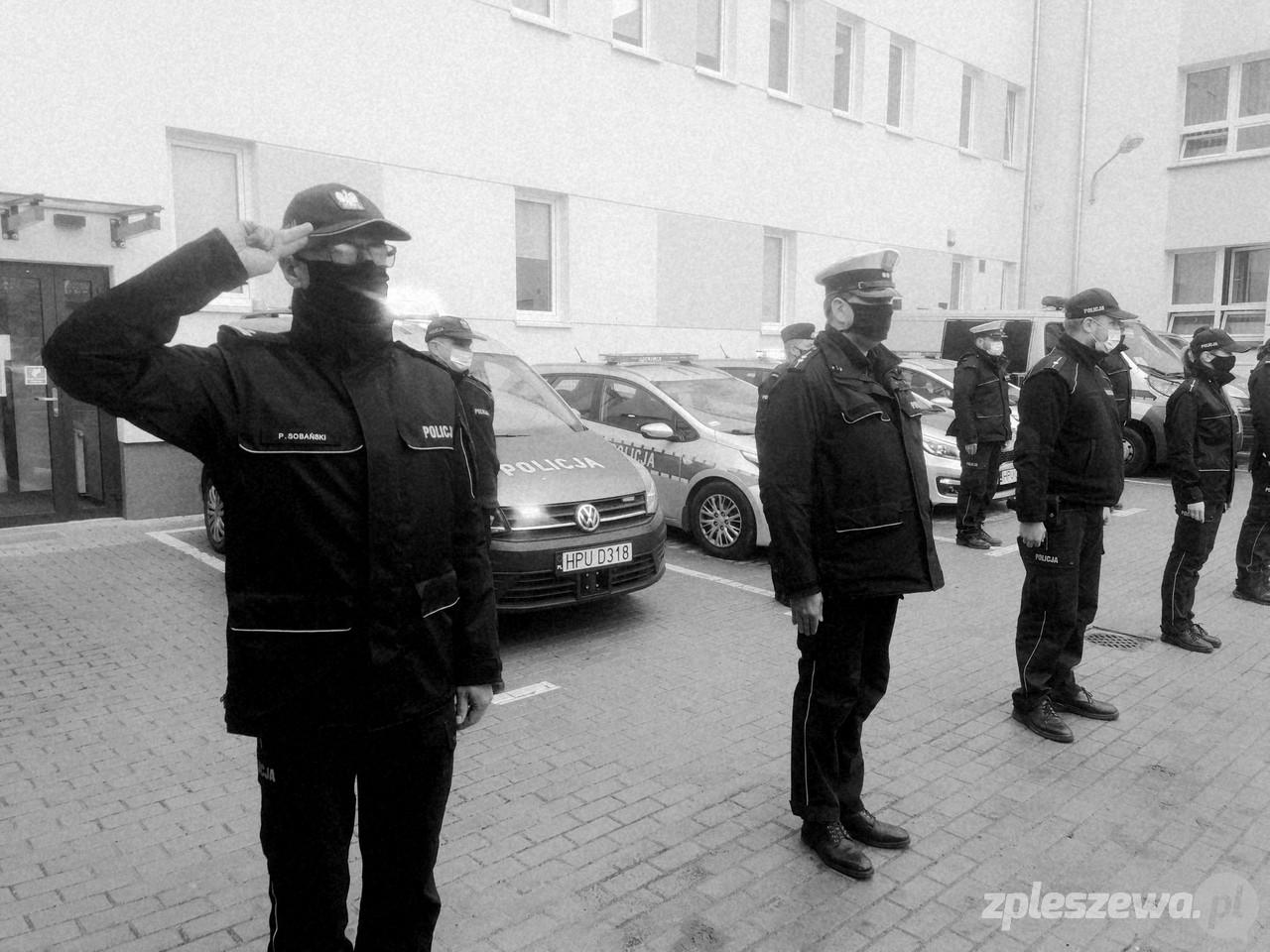 Pleszew. Oddali hołd zmarłemu koledze. Policjant zginął na służbie  - Zdjęcie główne