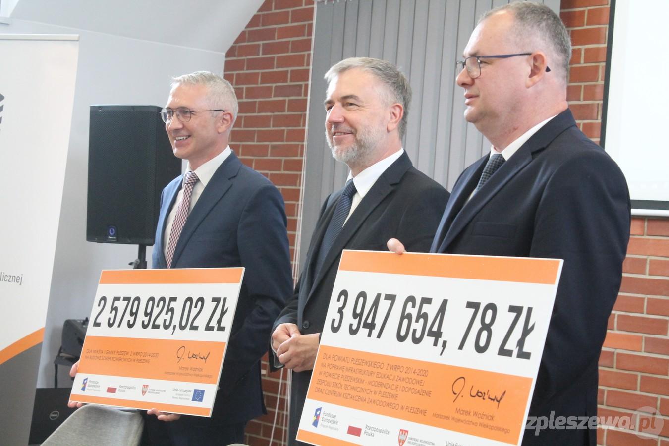 Marszałek województwa przywiózł do Pleszewa miliony złotych - Zdjęcie główne