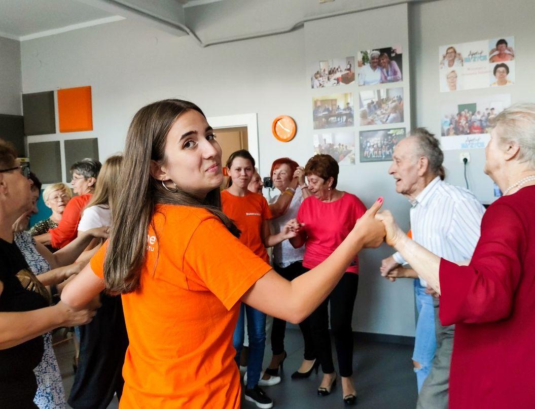Pleszew. Seniorzy bawili się na potańcówce w CWIO! [ZDJĘCIA] - Zdjęcie główne