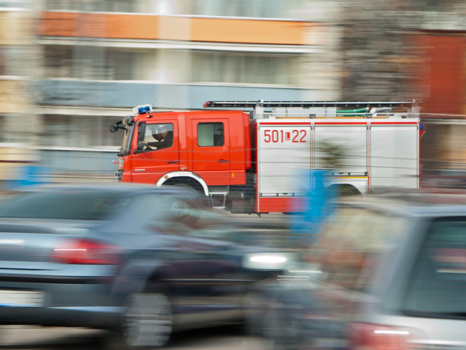 Gmina Dobrzyca. Strażacy weszli do mieszkania. W środku znaleziono zwłoki - Zdjęcie główne