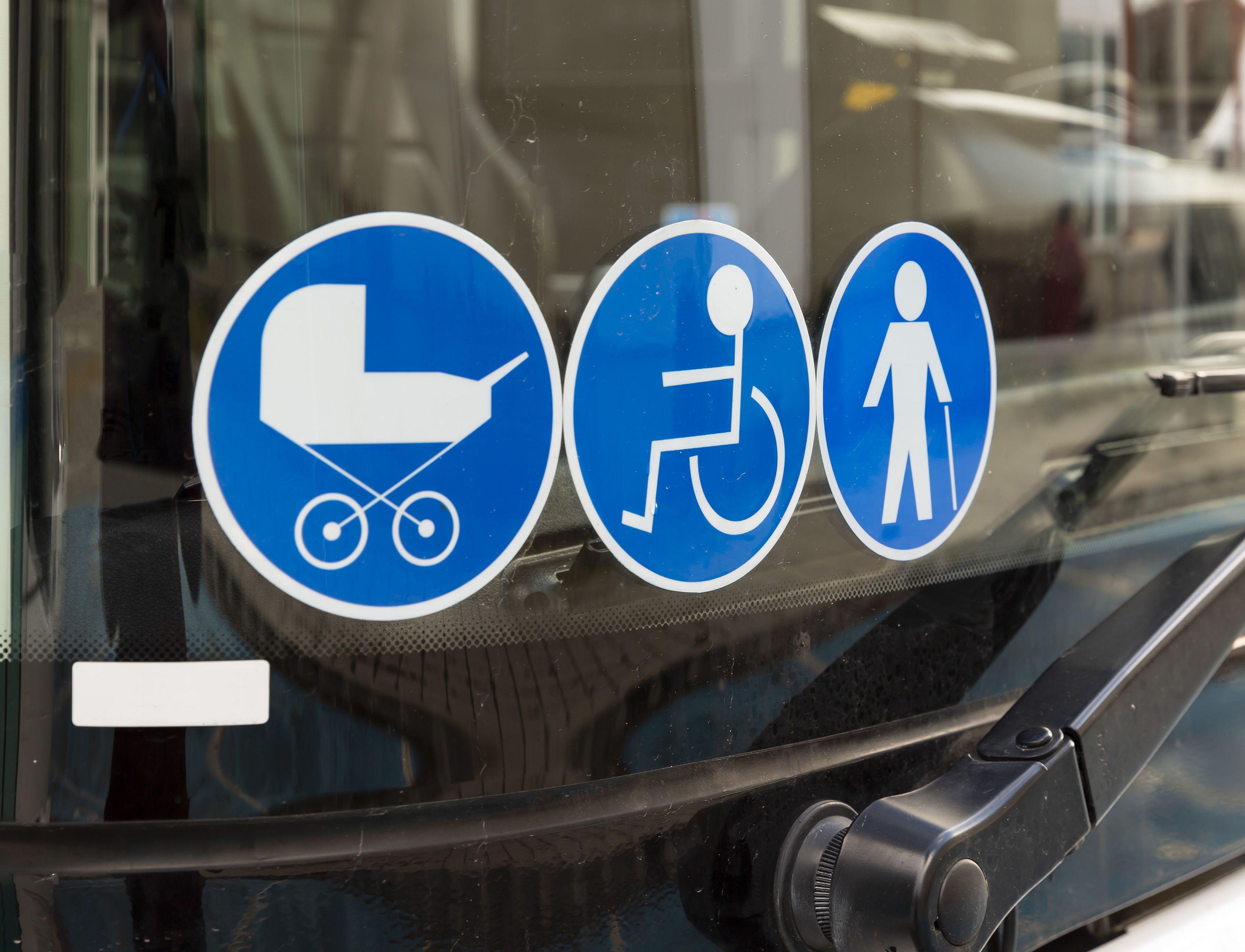 Niepełnosprawni, matki z wózkami, seniorzy... Na jakie bariery trafiają na co dzień w Pleszewie? - Zdjęcie główne