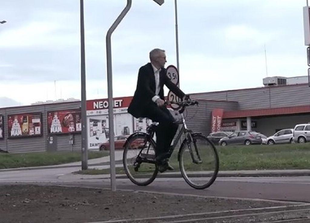 Burmistrz wpada pod pociąg? Film krąży po sieci. Arkadiusz Ptak udostępnia i komentuje - Zdjęcie główne