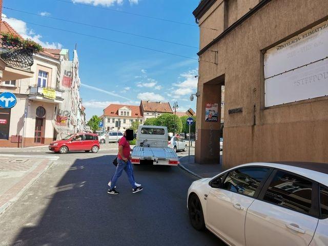 Pleszew. Ulica Sienkiewicza została oddana do ruchu, ale… Czytelnicy: To jakiś absurd! Mamy chodzić dookoła Rynku?! - Zdjęcie główne