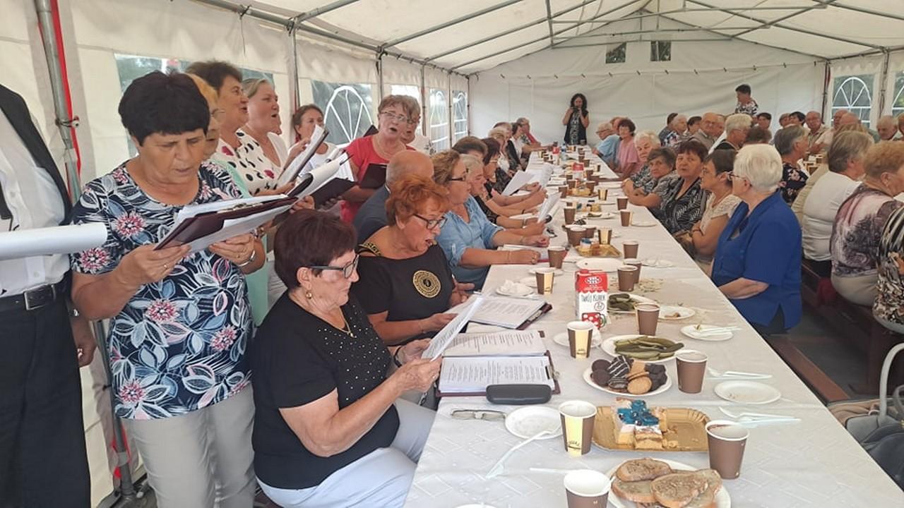 Integracyjna biesiada seniorów w Strzyżewie [FOTO] - Zdjęcie główne