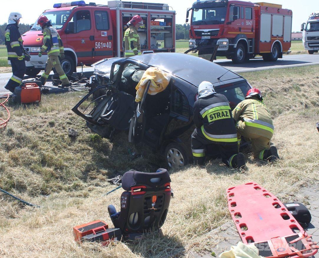 Pleszew. Wypadek na drodze krajowej w Brzeziu. Zderzyły się dwa samochody - Zdjęcie główne