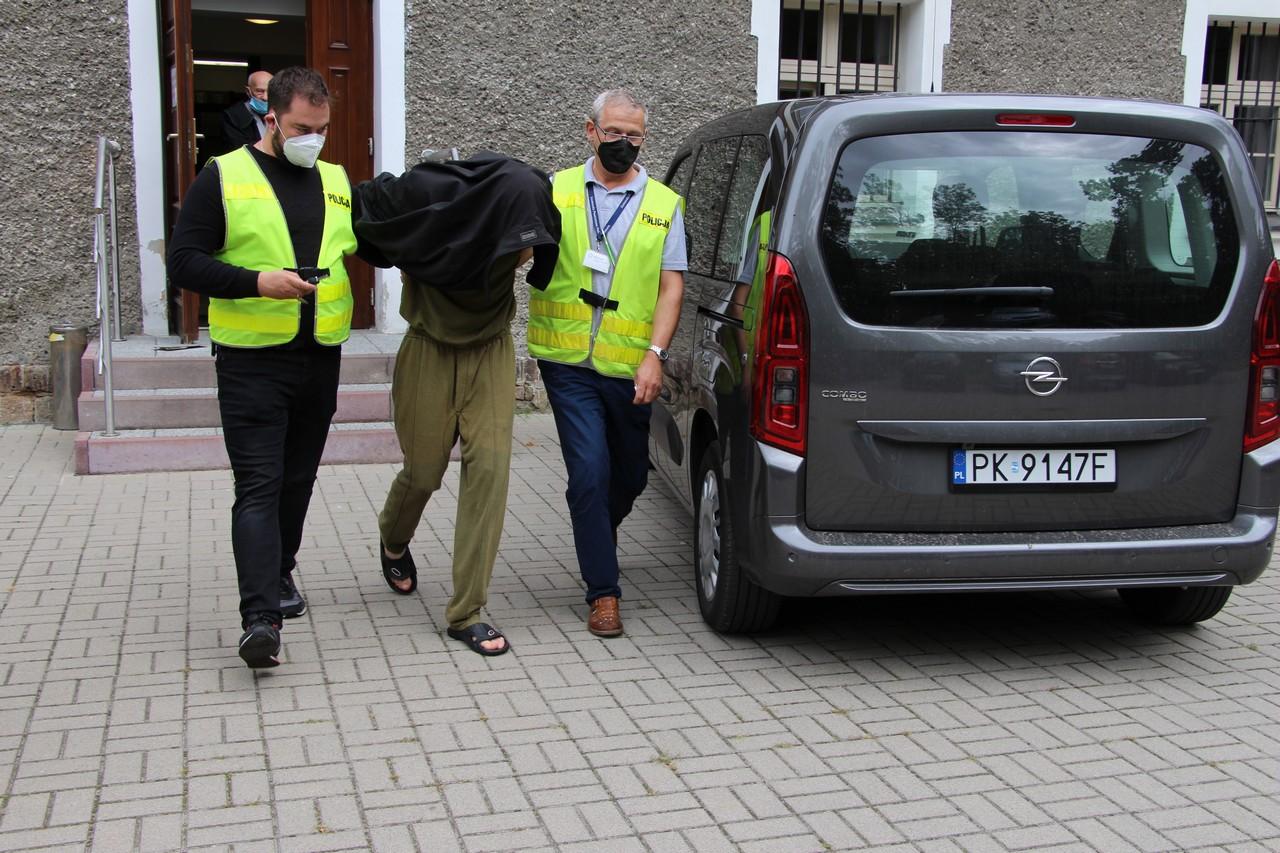 Morderstwo w Pleszewie. Posiedzenie w sądzie w sprawie zatrzymanych trzech osób [ZDJĘCIA] - Zdjęcie główne