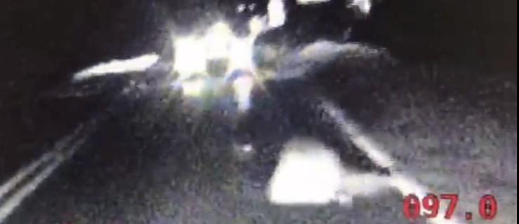 Pijany leżał na ruchliwej drodze. Policjanci uratowali mu życie [WIDEO] - Zdjęcie główne