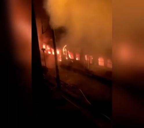 Ostrów Wlkp. Pożar w pociągu. W środku cztery osoby  - Zdjęcie główne