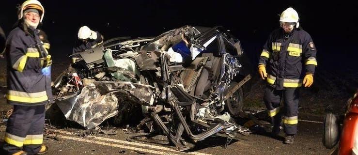 Śmiertelne zderzenie osobówki z ciężarówką na DK11 - Zdjęcie główne