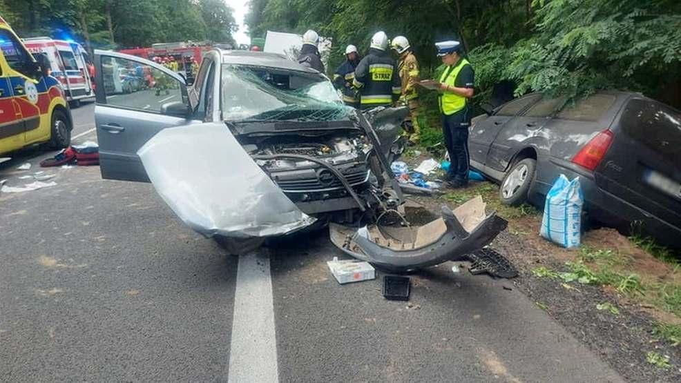 Tragiczne zderzenie osobówki z ciężarówką. Nie żyje 6-latek  - Zdjęcie główne