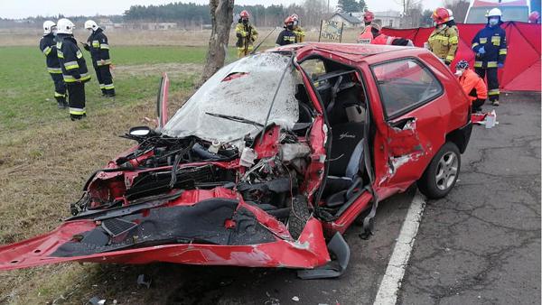 Czołowie zderzenie dwóch osobówek. W wypadku zginęła 39-letnia kobieta  - Zdjęcie główne