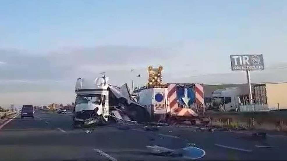 Tragiczny wypadek na S11. Bus wjechał w drogowców  - Zdjęcie główne
