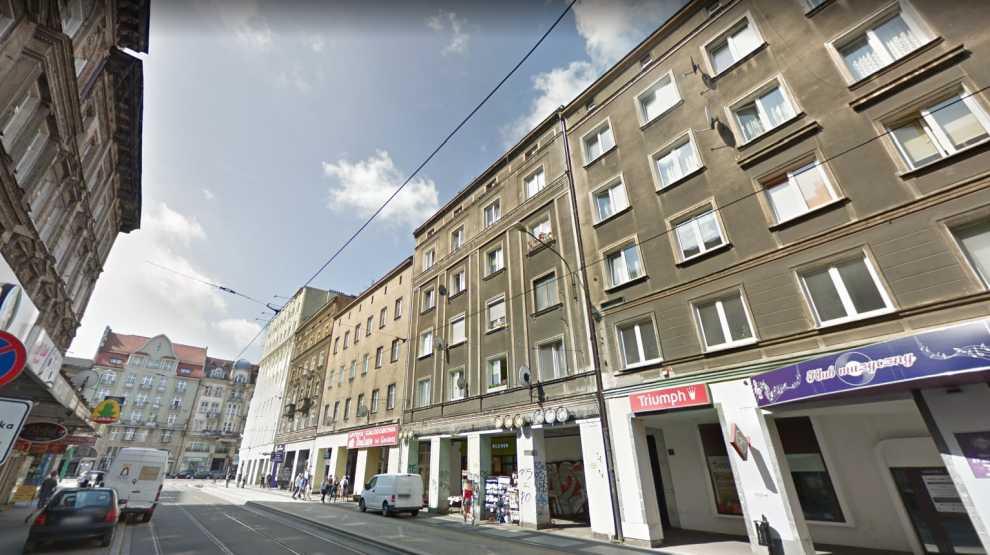 Dwuipółletni chłopiec wypadł z okna kamienicy w Poznaniu. Dziecko nie przeżyło  - Zdjęcie główne