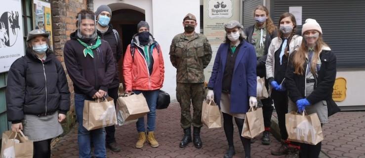 Wielkopolscy żołnierze dostarczają jedzenie kombatantom i weteranom wojennym - Zdjęcie główne