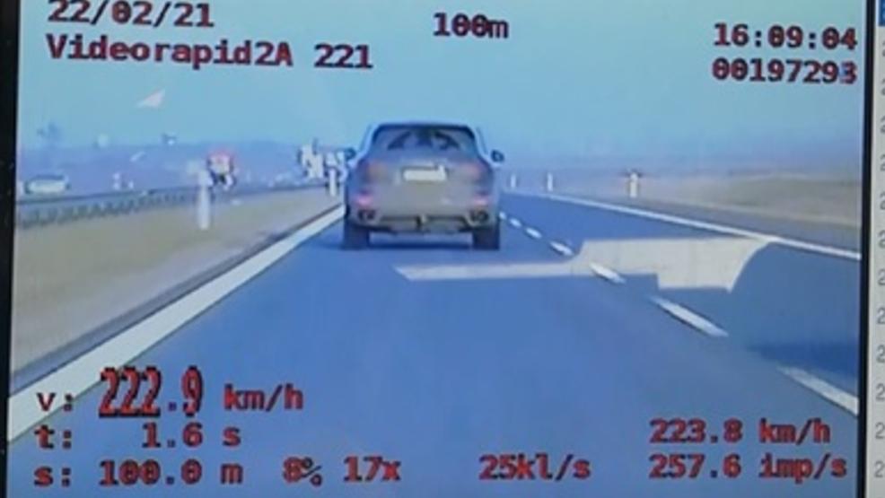 Pędził prawie 250 kilometrów na godzinę. Czeka go egzamin na prawo jazdy - Zdjęcie główne