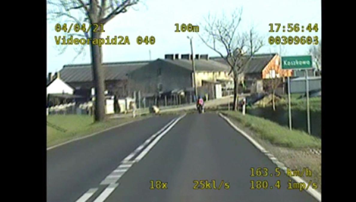 Gostyń. Pędził 200 km/h. Nie widział ścigających go policjantów?  - Zdjęcie główne
