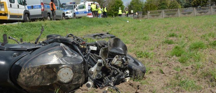 Motocyklista przewrócił się na drodze. Zginął na miejscu - Zdjęcie główne
