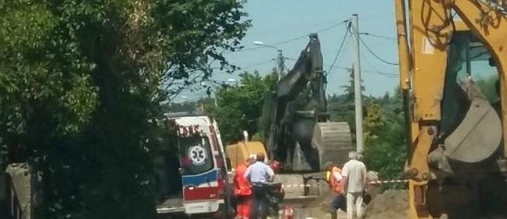 Robotnika przysypały zwały ziemi w wykopie. Dramatyczna akcja ratunkowa  - Zdjęcie główne