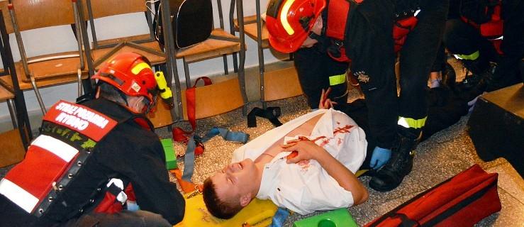 Próba samobójcza, wypadek i mężczyzna kopnięty przez konia. Ratownicy mieli pełne ręce roboty - Zdjęcie główne