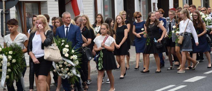 Kilkaset osób pożegnało dzieci, które zginęły w Darłówku [ZDJĘCIA] - Zdjęcie główne