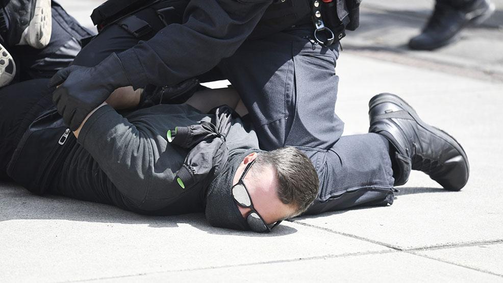 Kopał, opluwał i szarpał policjantów. Skąd ta nocna awantura w Gostyniu? - Zdjęcie główne