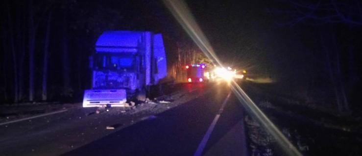 Wypadek na drodze krajowej. Jedna osoba nie żyje. 5 rannych - Zdjęcie główne