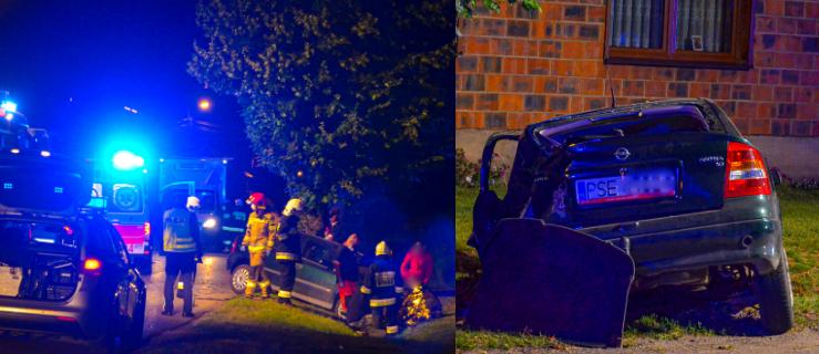 Piątka młodych osób uderzyła oplem w drzewo [FOTO] - Zdjęcie główne