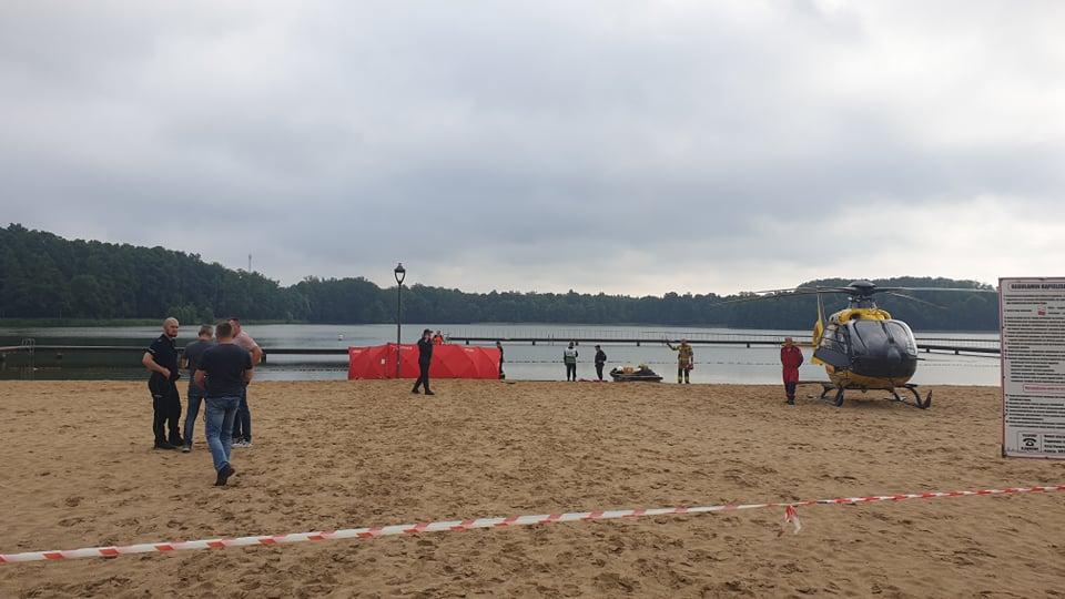 Tragedia nad jeziorem w Antoninie. Z wody wyłowiono ciało 2,5-letniego chłopca - Zdjęcie główne