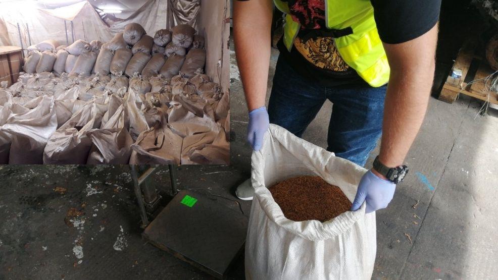 Policjanci zabezpieczyli ponad 3,5 tonu nielegalnego towaru  - Zdjęcie główne
