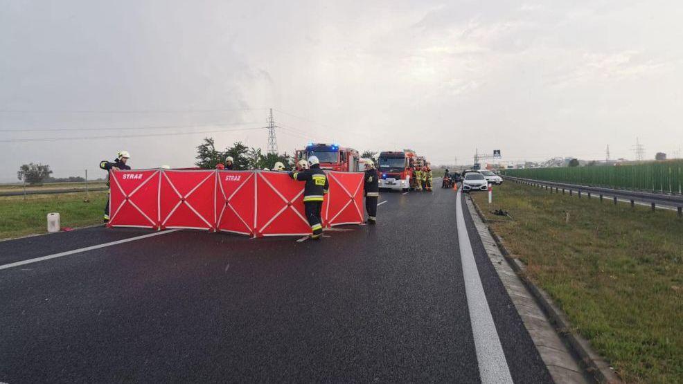 Tragedia na S11. Kierowca mercedesa wypadł z auta w czasie dachowania [ZDJĘCIA]    - Zdjęcie główne