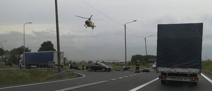 Ciężarówka zajechała drogę motocykliście. Interwencja śmigłowca  - Zdjęcie główne