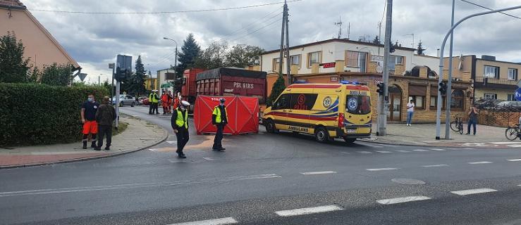 Śmiertelny wypadek na drodze. Ciężarówka potrąciła pieszego  - Zdjęcie główne