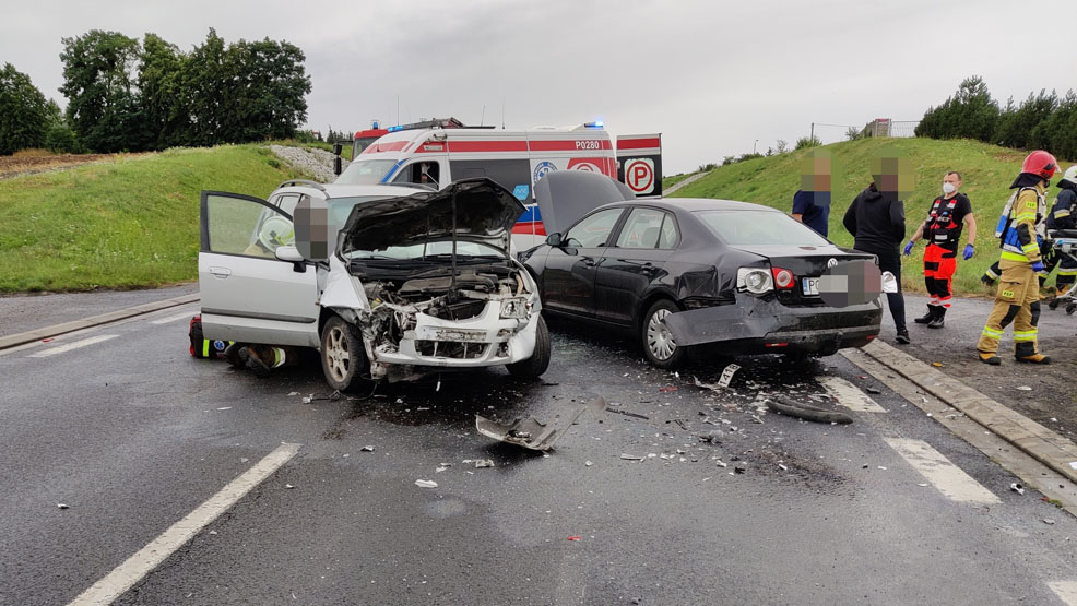 Uwaga kierowcy! Wypadek na obwodnicy Śremu. Droga wojewódzka 434 jest zablokowana - Zdjęcie główne