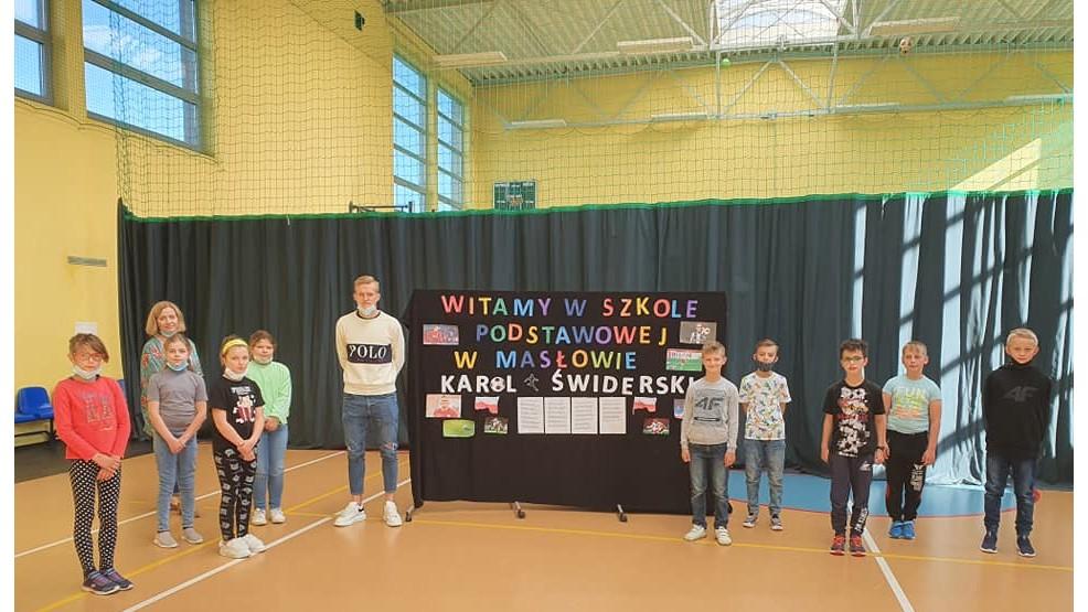 Reprezentant Polski w piłce nożnej odwiedził szkołę pod Rawiczem - Zdjęcie główne